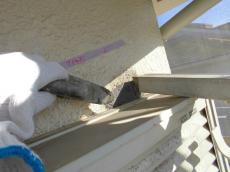 新築時から開いてた穴を樹脂モルタルで補修!!なぜ!埋めてから塗装しないのか!!