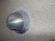 密着が心配なシリコンコーキング部分は特殊な下塗り材でタッチアップを施します。