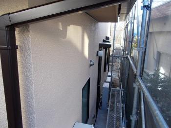 ピンホールは全て埋まって防水効果バツグンな外壁に生まれかわりました。