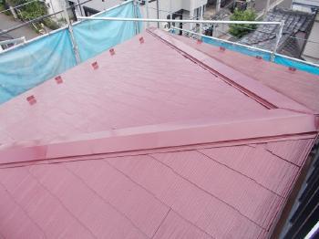 屋根用の無機ハイブリッド遮熱塗装により、表面温度は20度近く低下して室内の温度も緩和されるようになりました。
