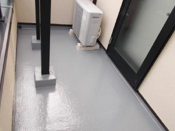 階段の柱元コンクリートは強化して防水性能を高めました。