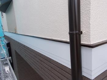 雨樋・水切りなどの付帯部分も高耐久性になった外壁・屋根にあわせてフッソ塗料で塗装しました。建物全体が高次元の耐久性を発揮します。