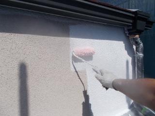 外壁の下塗りは弾性フィラーを使いました。防水性能と耐久性を強くする為に厚塗りしております。