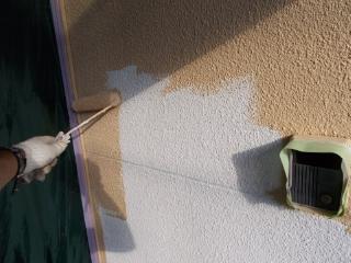 長期美観及び劣化をさせない為に中塗りと上塗りは、無機ハイブリッド塗料を使用しています。