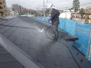 屋根は強力なトルネード洗浄でコケ・藻・カビをきれいに落とします。