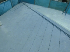雨樋は塗装する前に銅線やステンレス線などでしっかりと固定します。