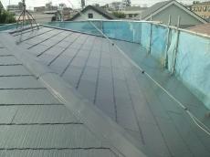 屋根塗装の施工完了後になります。屋根の形状や勾配、劣化状況に合わせて最適な塗装工事を施しました。