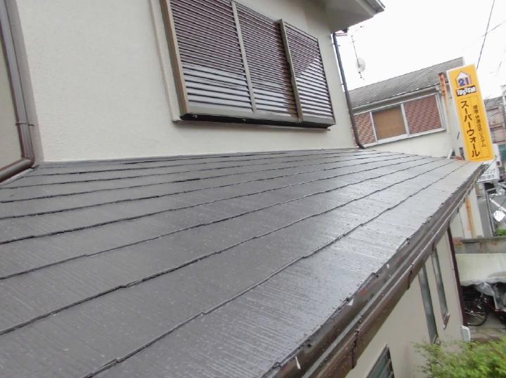 タスペーサーを挿入し十分に縁切りをしておりますので、屋根の劣化を軽減がされることでしょう。A様、この度はご依頼をいただきましてありがとうございました。