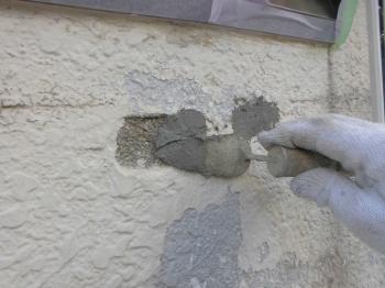 経年劣化で破損のあるブロックはしっかりと補修を行います。