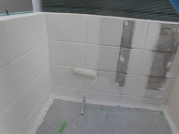 こちらも3回塗りで真っ白なブロック塀へと塗り替えられました。これにて施工が完了となります。