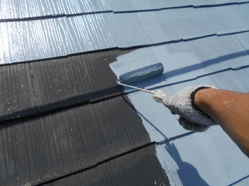 補修後にはいよいよ塗装段階に移ります。まずは美しい塗膜を作るために重要な下塗り工程です。