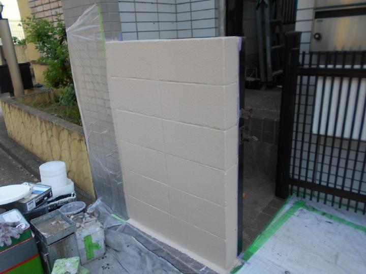 外壁と統一感を持たせた色味で塗り替えが行われました。