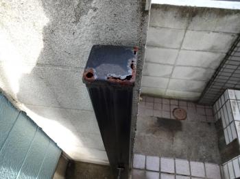 門扉の鉄部もこのように腐食が起きボロボロの状態でした。