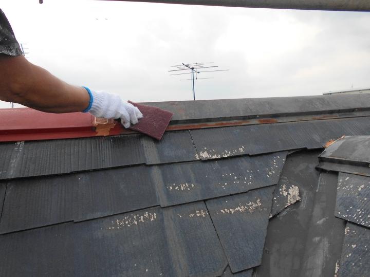 板金部材もケレンかけを行い、塗装前の下地処理を行います。