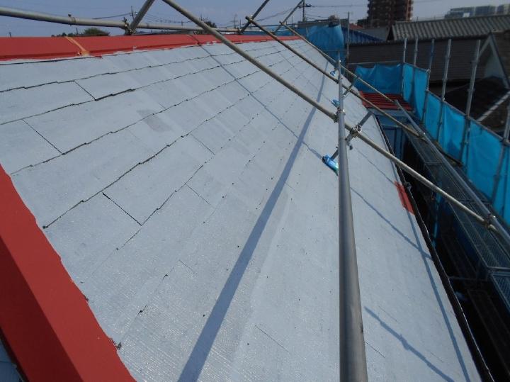 ここからはいよいよ屋根塗装の工程です。まずは下塗り作業より行っていきます。