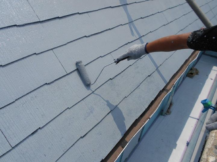 施工後の美観を長持ちさせ美しい塗膜を作りだすため、丹精込めて下塗りを行い丈夫な下地を作っていきます。