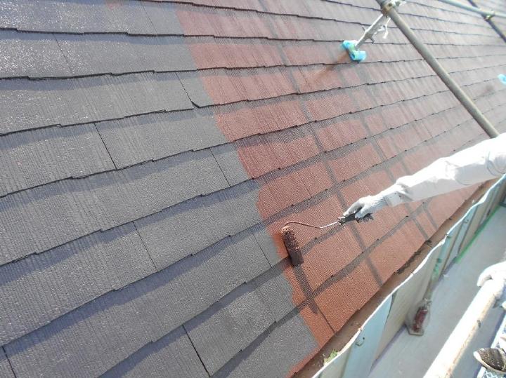 ここから屋根塗装の仕上げ工程である上塗りを行っていきます。