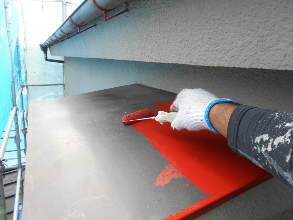 サビが発生しやすい鉄部には、下地処理後のサビ止めの塗布が必要不可欠です。
