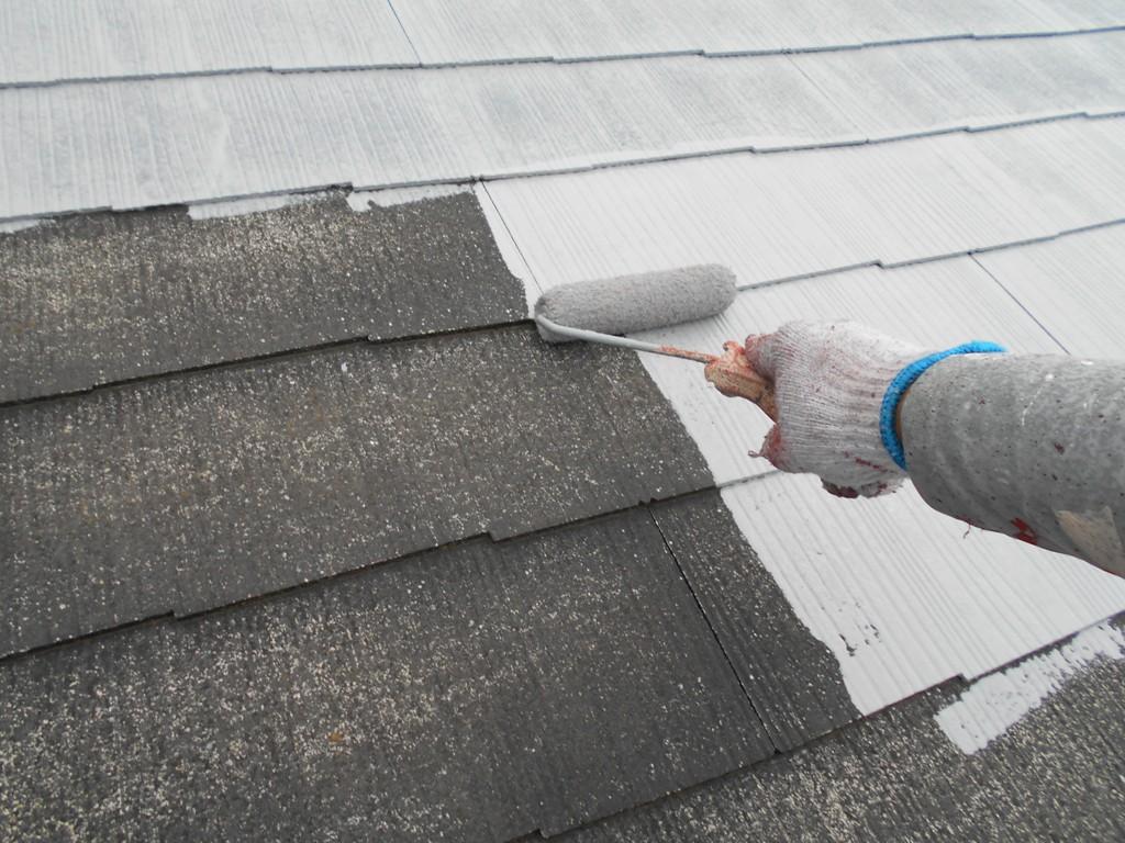 下地処理が完了したら、屋根の下塗り工程から行っていきます。