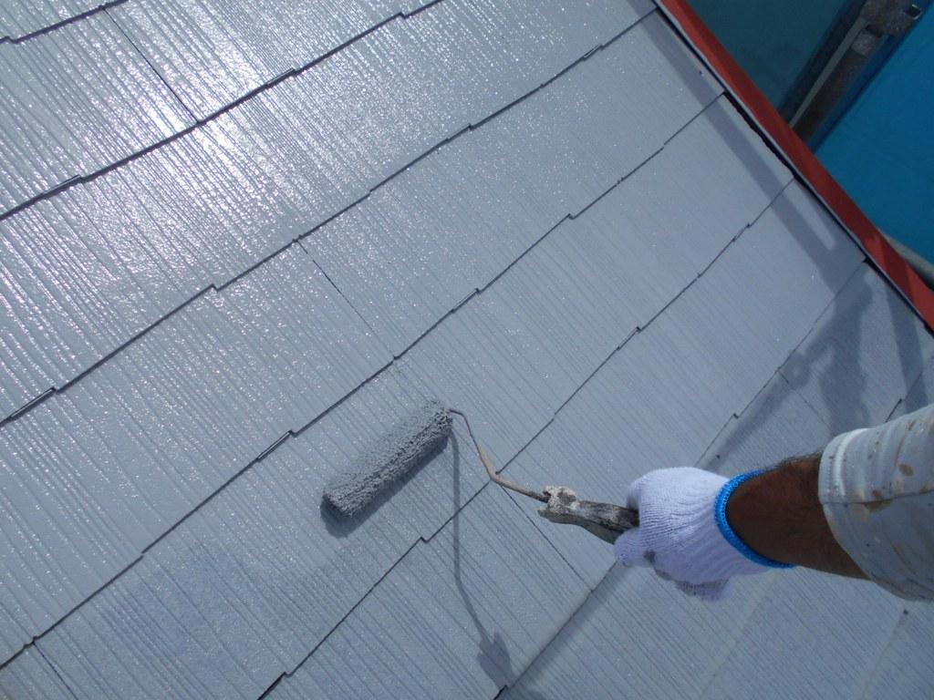 2回目の下塗り中のお写真です。下塗り作業はも重要な下地処理の一環、これらをていねいに行うことで、上塗り時の仕上がりを大きく左右します。