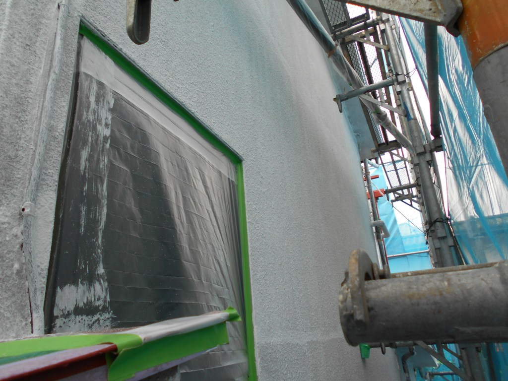 下地処理として重要な下塗り工程をいかにていねいに行うかが仕上がりを左右していきます。