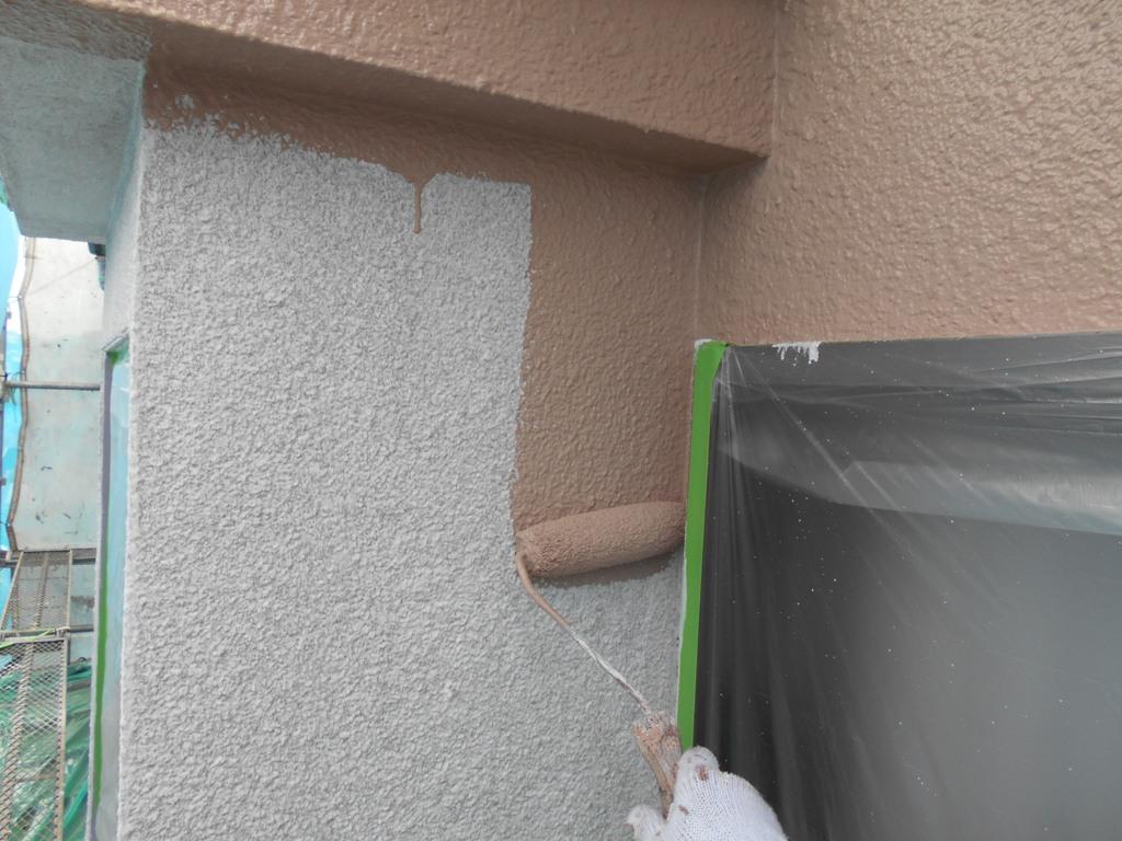 次に、色味を変えての中塗り工程へと移っていきます。