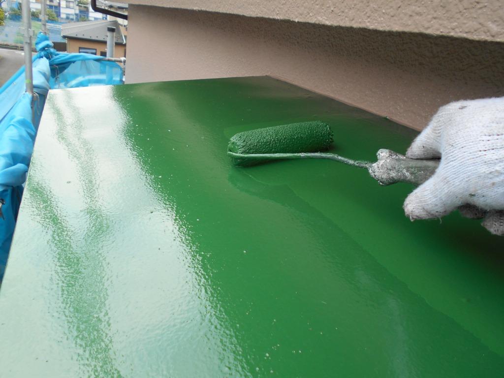 塗膜は、反射するほどにきれいに塗装がされていきます。