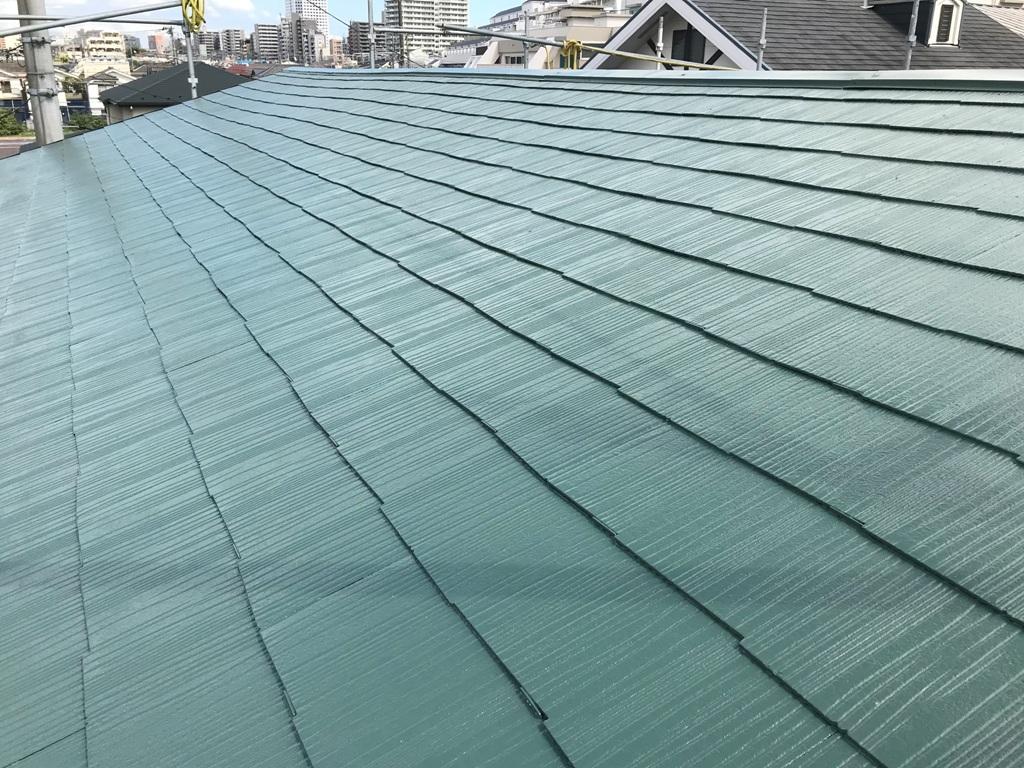 こちらが施工後の屋根のお写真です。高性能の遮熱塗料によって塗り替えがされ、新築のようなお家の屋根になりました。