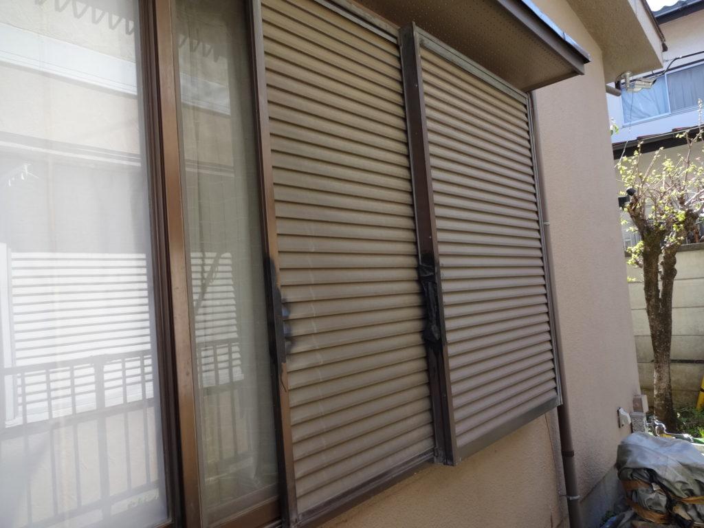雨戸などの付帯部も、今回は合わせて塗装をさせていただきます。