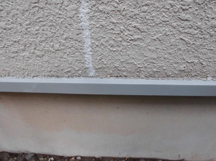 基礎の鉄部もケレンかけを行い下塗りが完了いたしました。