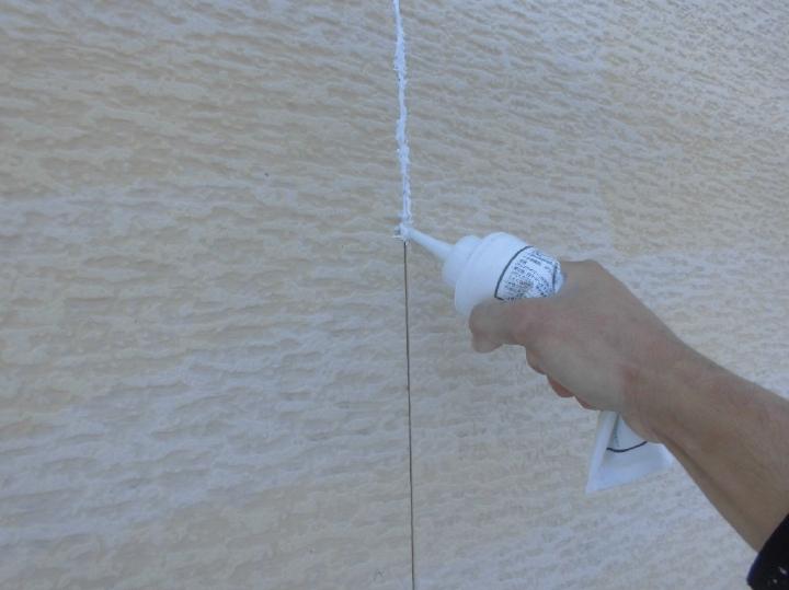 今回使用するシーリング材は、対候性と防水性に優れているオートンイクシードにて打ち替えております。