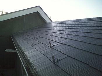 屋根施工後の様子です。きれいな屋根となり、雨漏りももう心配ないです。