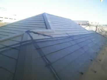藻やコケだらけだった屋根がきれいになりましたね。夏は温度が下がり快適になり、冬に雪が降っても止まらず落ちていきます。