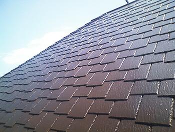 屋根も新築のようになりました。近くで見てもきれいな仕上がりです。
