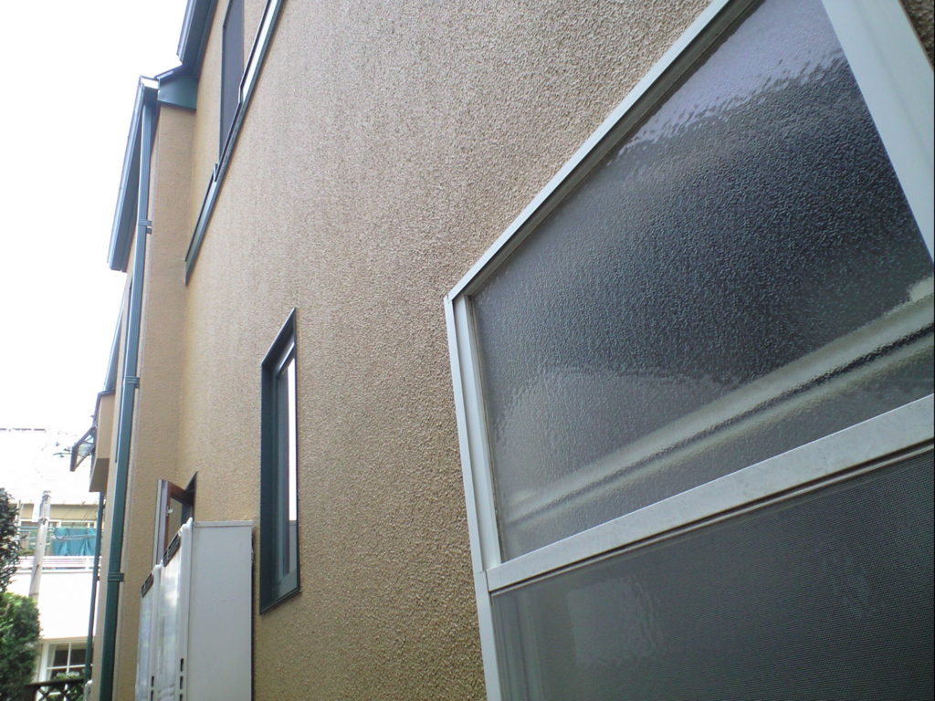 藻やコケだらけだった外壁もきれいになりました。