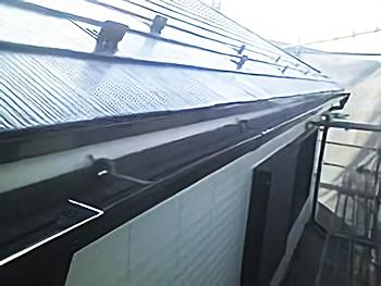 雨樋、破風板、外壁の色バランスが良い感じです。