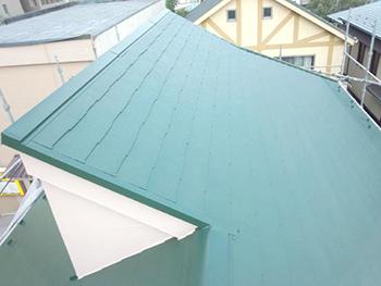 赤外線を反射するので屋根の上は熱を感じません。