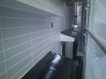 軒天井と出窓の下は工事金額を抑える為にアクリル系塗装をしております。紫外線や降雨が当たらないので問題ありません。