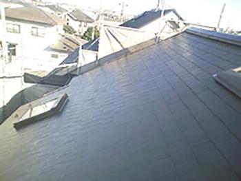 藻やコケだらけだった屋根がきれいになりました。