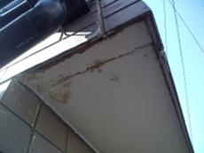 腐食してしまったベランダの軒裏部分の様子です。