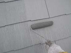 屋根中塗りの様子です。