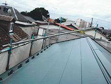 カバー工法は防水面だけでなく、屋根を2重にすることで断熱面でも改善が望める画期的な工法です。