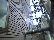 外壁も同様に高圧洗浄で汚れを落とします。