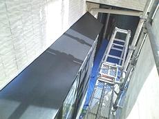 軒先も下塗り、中塗り、上塗りを行い仕上げます。