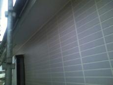 新築時の様なタイル柄調の仕上がりになりました。下塗り1回、中塗り2回、上塗り2回の合計5回塗り仕上げです。