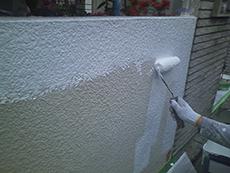 門壁塗り替えの様子です。