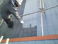 屋根の下塗りの様子です。